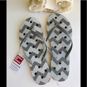 Shoes - NWT shower flip flops. Perfect for college/travel